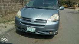 Extremely clean first body 2005 TOYOTA SIENNA