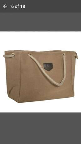 Shoulder bag for 500 and get a FREE gift Midrand - image 6