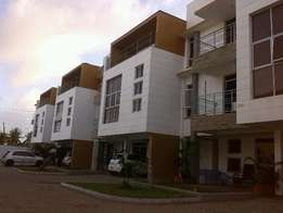 Amazing 3 bedroom duplex all en suite, city mall - Nyali
