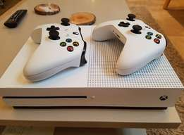 Xbox_One S With 2 wireless Pads