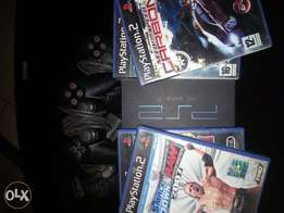 PlayStation 2 neatly used 3 pads and 4 disc games