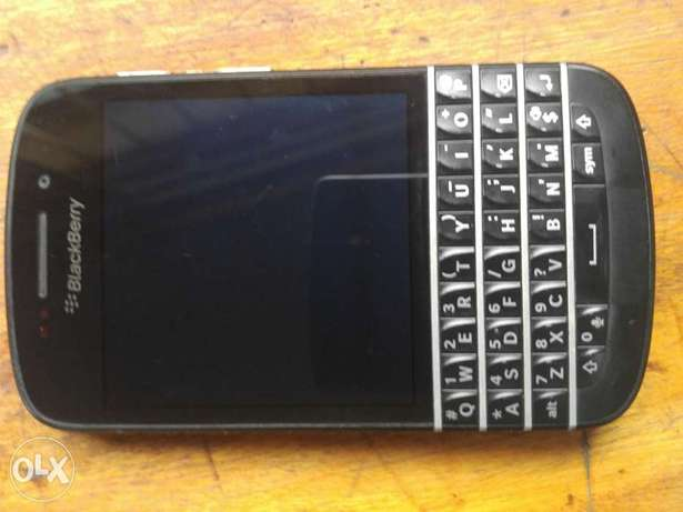 Clean BlackBerry Q10 working perfect  - image 8