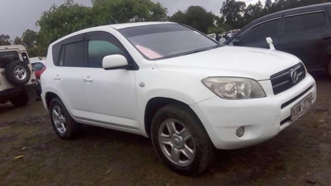 Toy Rav 4 2006 model 2400cc Nairobi CBD - image 7