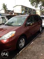 Tin can cleared tokunbo Toyota sienna 05