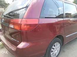 Toyota Sienna 2004 model
