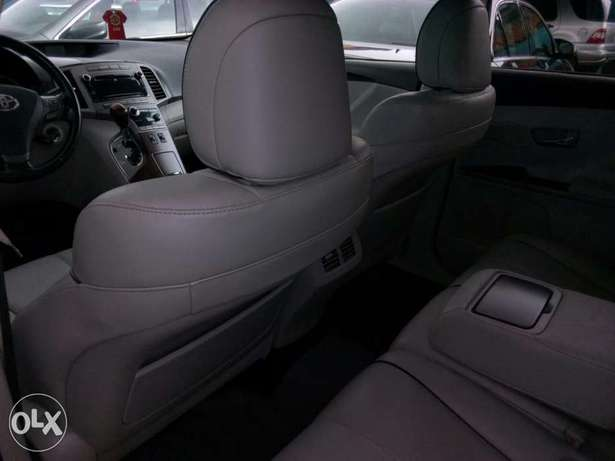 ADORABLE MOTORS: An extremely clean, fairly used 010 Toyota Venza Lagos Mainland - image 5