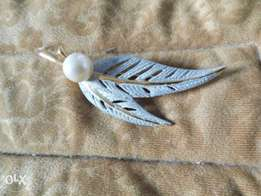 Very unique silver leaf brooch with pearl