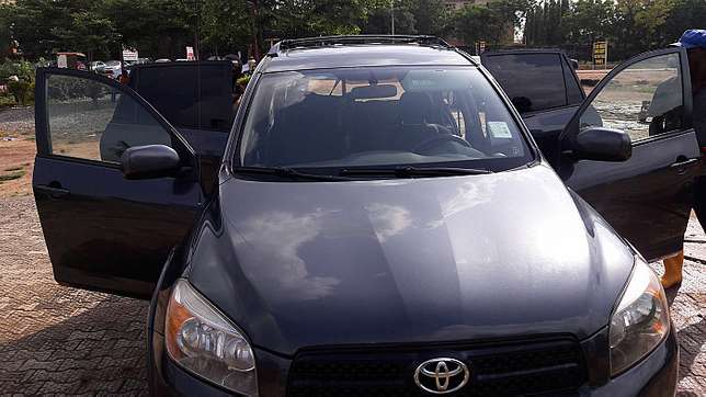 Toyota RAV4 (2006) Clean and affordable  - image 1