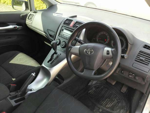 Silver Toyota Auris For Sale. Great Deal!!! Hurlingham - image 7