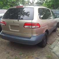 Direct Tokunbo Toyota Sienna, 2002. Very OK