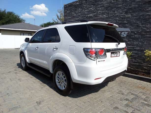 2011 Toyota Fortuner 3.0 D-4D A/T Newcastle - image 4