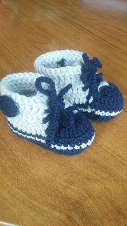 Trampki buciki szydełkowane dla niemowlaka starszaka