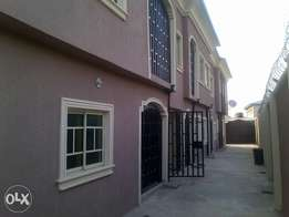 A decent 2bedroom appartment up for rent at lanre bus stop.