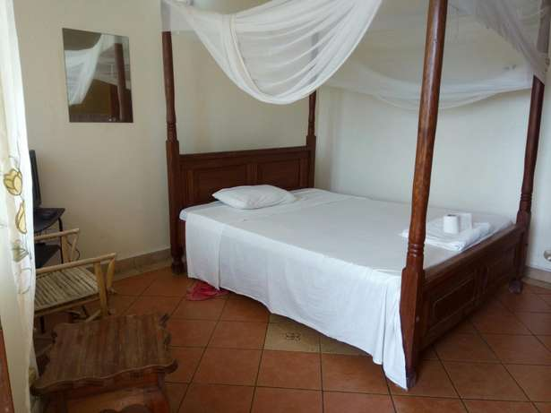 Budget Rooms off Serena Road Near The Famous Intercontinental Hotel. Nyali - image 3