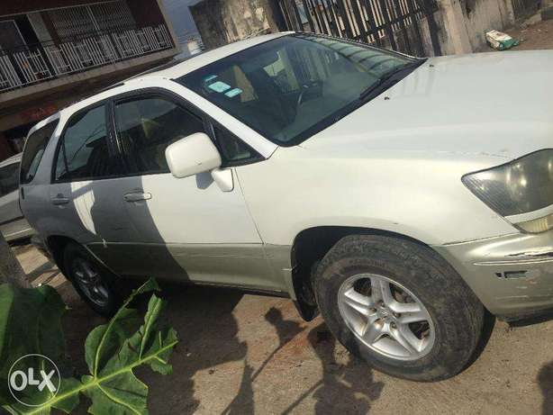 Lexus RX300 first body, clean and just like tokunbo engine Ikeja - image 4