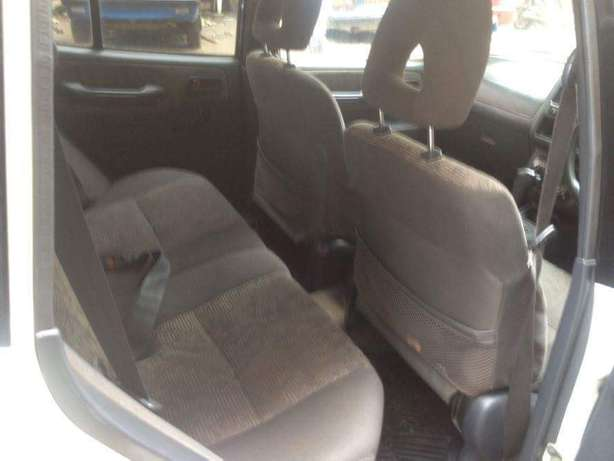 Old school Clean Toyota Rav 4 lady owner just buy and drive Nairobi CBD - image 7