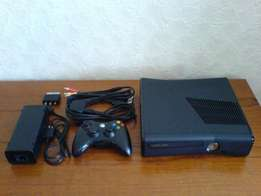 Flashed xbox 360 with +-15 games and 2 controls