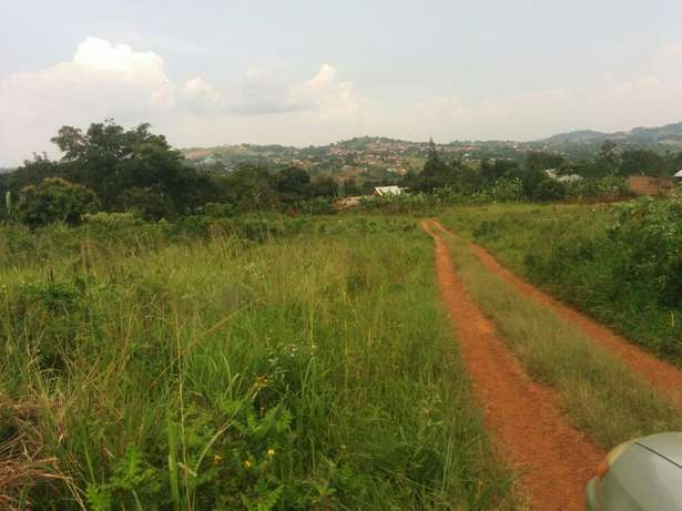 A u tired of renting and u want to cheap plot with landtittle on table Kampala - image 2