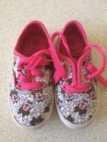 Minnie Mouse Takkies - size 8 Toddler