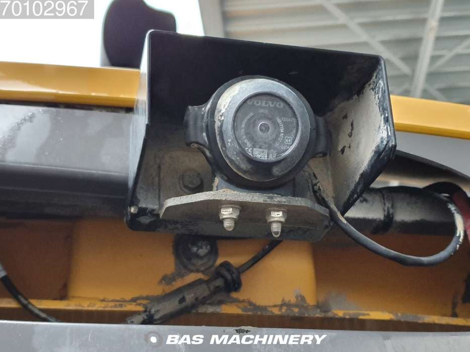 Volvo L120F Good condition - good tyres - 2012 - image 11