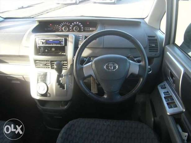 Toyota Noah Si Year 2010 Model Automatic 7 Seater Valvematic Silver Nairobi West - image 7