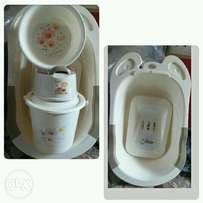 Unique 4in1 baby bathset with drainer. Available in cream and blue wit