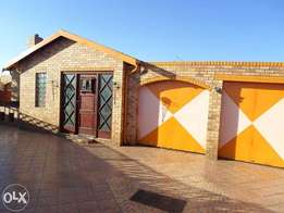 Main house with Flatlet - Lenasia Ext 11