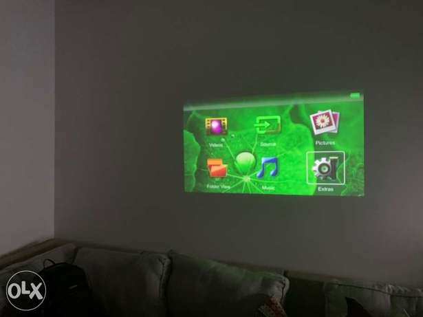 Philips Pocket Projector PPX4350 Wireless, covers 60 inches TV screen