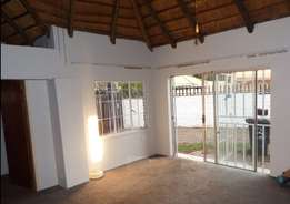 Charming Thatch Cottage - Spacious 2 Bedroom, 2 bathroom close to UJ
