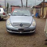An ultra clean toks 2006 Mercerdes Benz R350 for sale