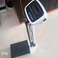 Electric standing scale