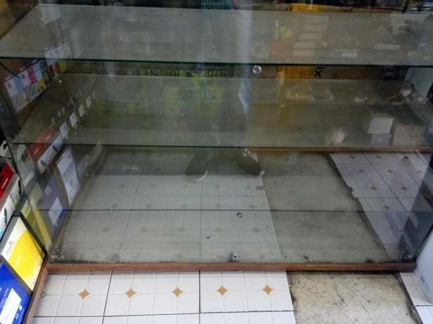 Glass Counter Display on Quick Sale Afraha - image 2