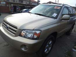 Toyota highlander 2005 model DVD with reverse camera 3row seats 4×4 Ac
