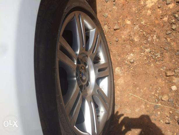 Station Wagon Unique BMW 320i SUNROOF Fully loaded on quick sell finan Nairobi CBD - image 5