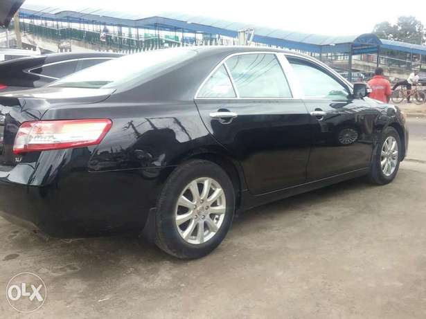 Clean Toyota Camry Lagos Mainland - image 5