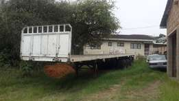 13.5 M triaxle trailer with twist locks