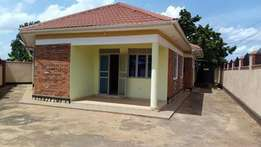 Remedial 3 bedroom stand alone house for rent in Buwate at 800k