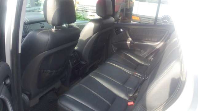 Mercedes Benz ML350 numbered 2005 Benin City - image 6