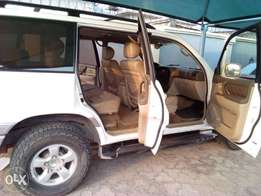 Super clean Toyota land cruiser for sale with no issue at all 1.450m