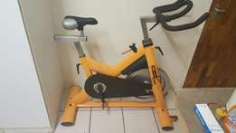 Spinning bike/indoor training bike