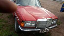 Stripping for spares . Mercedes-Benz 280E W123