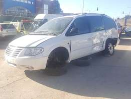 Chrysler Voyager 3.3 v6 2008 to Strip for Spares from R1