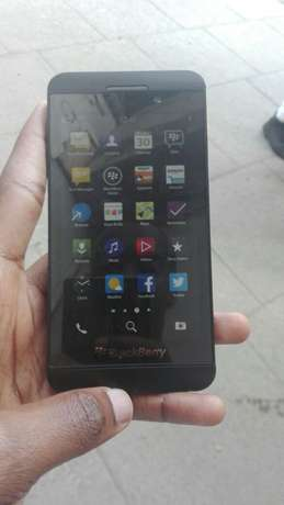 BlackBerry Z10 almost new Kisumu CBD - image 3