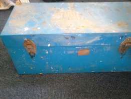 Steel chest with loose tools