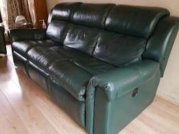 """Leather lounge suite, 3,2 and 1 seater. """"Lazyboy"""" type"""