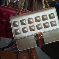 Hand bag for sale only 2k