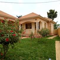 Executive two bedroom two toilet house for rent in namugongo at 500k