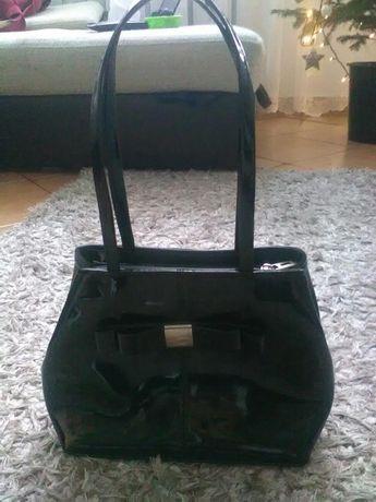 d54f9148e7416 Mała elegancka czarna lakierowana torebka Wrocław Krzyki • OLX.pl