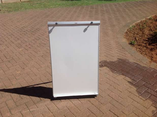 Parrot magnetic flip chart for sale. PRICE REDUCED TO SELL Phuma Sibethane - image 2