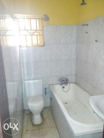 To Let: Clean 3 Bedroom Flat at IREWOLEDE area Ilorin West - image 5